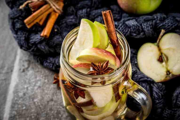 Tarçınlı elmalı detoks suyu